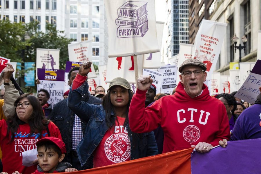 Teachers protest for better pay in Chicago